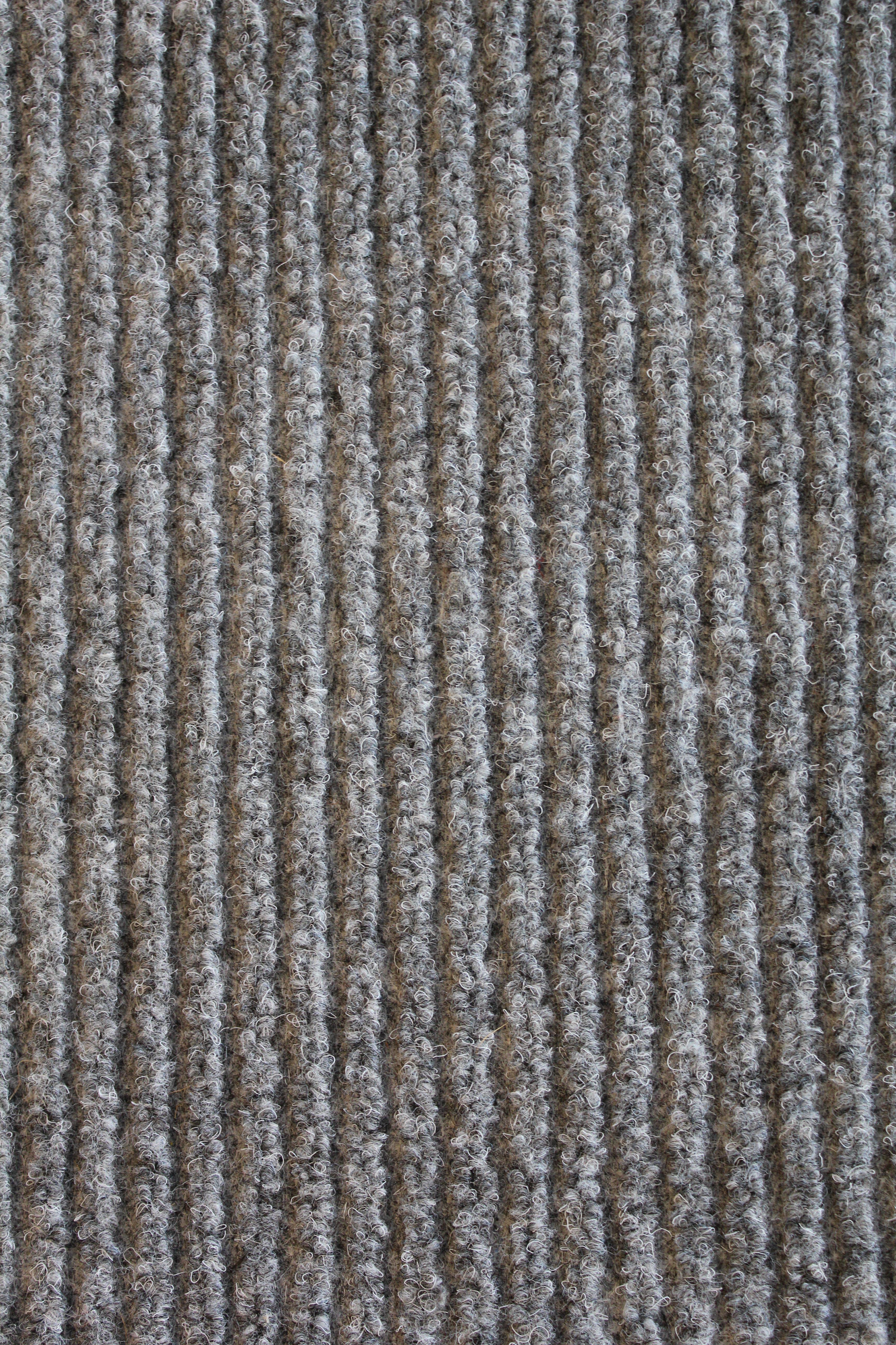 Ønsker tilbud på teppelegging av tretrapp (ca 15 trinn inkl. avsats)